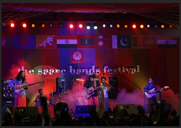 http://www.sehernow.in/images-sabf2009/bands/raghu-dixit-project.jpg